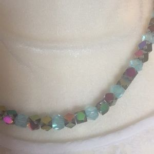 Jewelry - Vintage iridescent necklace